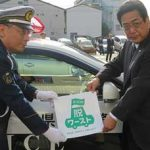 愛知西署で、タクシー会社などの社用車に「AICHI脱ワースト」等のマグネットシートを貼付