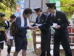 兵庫県警が六甲山系登山口で山岳遭難事故防止キャンペーン