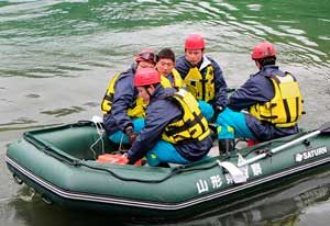 山形県警がダムで水害対処・水難救助訓練