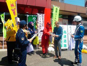 三重県警高速隊と伊賀署がシートベルト着用徹底を図る広報啓発活動を実施