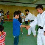 埼玉県浦和西署で父の日の職場見学会を開催