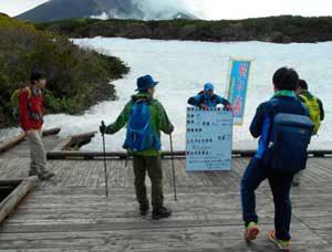 北海道旭川東署が大雪山系の登山口で指導啓発