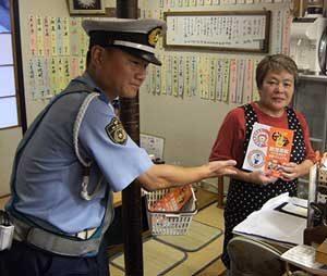 和歌山県警が繁華街で飲酒運転根絶の啓発活動