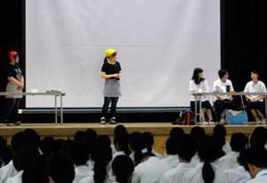 岡山県美咲署が中学校で犯罪被害者支援テーマの寸劇