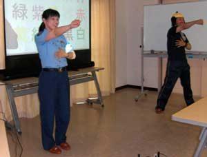 滋賀県警の警察官夫婦が高齢者に安心安全教室