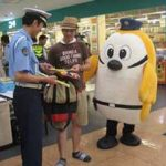 三重県警が大型商業店舗で事故防止の緊急啓発活動