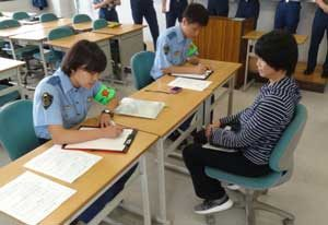 宮崎県警の初任補修科生に「人身安全関連事案の初動対応訓練」