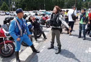 岐阜県揖斐署と滋賀県木之本署が合同で二輪車事故防止の啓発活動