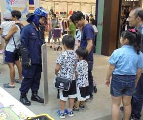 奈良県橿原署で子供向けの仕事体験フェスタ開く