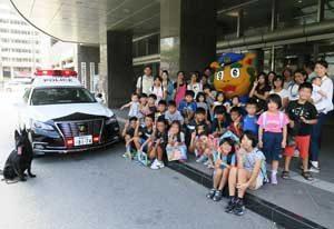 沖縄県警が職員家族向けの「庁舎見学DAY」