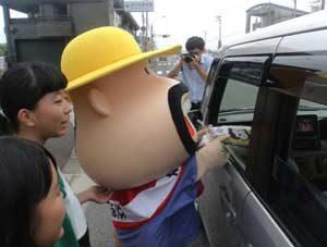 高知県高知東署が「カールおじさん」を交通安全広報隊長に