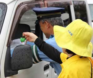 宮崎県小林署が国道で交通安全キャンペーン
