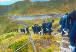 秋田県警察学校が山岳遭難救助訓練を実施