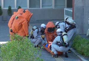 静岡県島田署では官民合同の化学物質テロ対処訓練