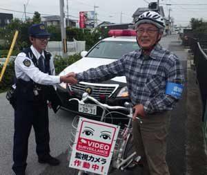 滋賀県彦根署で防犯カメラ付きヘルメット活用の見守り活動を実施