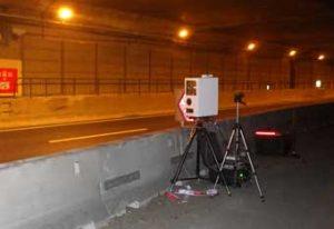 愛知県警が高速道で可搬式オービスの速度取締り実施