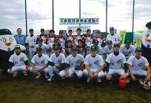 埼玉県警野球部が少年への野球教室を開催