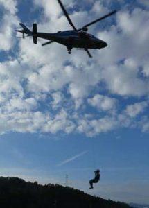 滋賀県警の機動隊と航空隊で合同山岳救助訓練