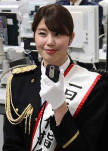 警視庁の「110番の日」に稲村亜美さんが一日通信指令本部長に