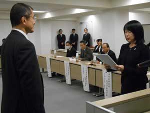岡山県警本部長諮問機関の「少年非行防止研究会」が協議結果を本部長に答申