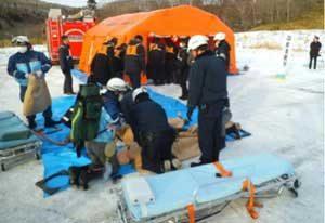 釧路方面本部で死傷者多数の交通事故発生想定の現場対応訓練
