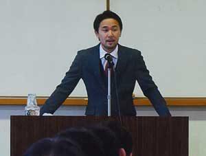 広島県福山東署でボクシング元王者・山中慎介さんが講演