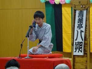 島根県雲南署で児童による防犯教室「にこにこ寄席」を開催