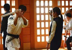 神奈川県警が厚労省の麻薬取締官に逮捕術・警棒操法を指導
