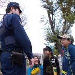 北海道余市署の駐在所員が通学路の危険箇所をチェック