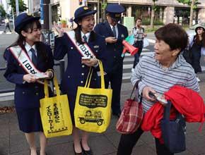 神奈川県警で信金の女性職員と協力した詐欺被害防止キャンペーン