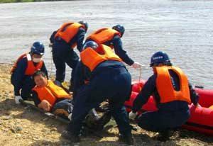 京都府城陽署で消防と合同の水難救助訓練