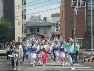 愛知県昭和署が阿波おどりグループと交通安全キャンペーン