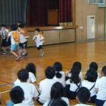 滋賀県米原署が小学校で不審者対応訓練を実施