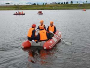山形県警が浸水被害想定して舟艇訓練を実施