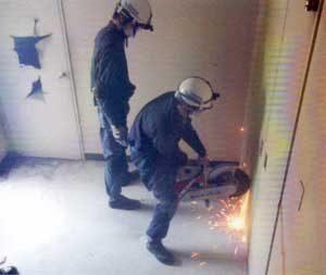 兵庫県警で解体予定施設を使用した災害警備訓練