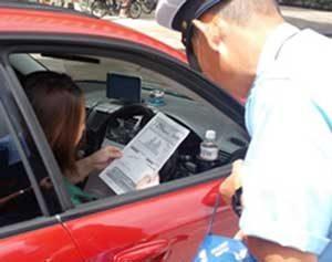 埼玉県警が交通事故多発路線で検問型の広報啓発活動を実施