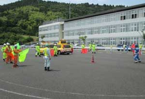 宮城県警高速隊が国交省巡回班と交通規制の訓練会