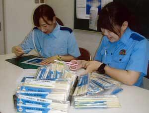 長崎県西海署で飲酒運転防止の「箸袋」を作製