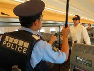宮城県警鉄警隊が新幹線車両でテロ発生時の対処訓練