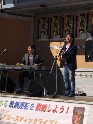 北海道警が旭川駅で飲酒運転根絶ライブ