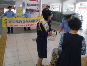 奈良県橿原署で鉄道・バス女性乗務員を一日警察署長に委嘱