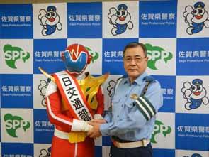 佐賀県警がご当地ヒーロー「熱風!SG戦士なつレンジャー」に一日交通部長を委嘱