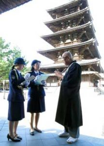 奈良県警が女子大生を一日文化財保安官に委嘱