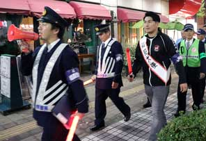 神奈川県警がプロレスラーと防犯キャンペーン