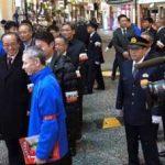 広島県警が歓楽街で活動する防犯ボランティアを激励