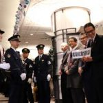 神奈川県警で葵わかなさんが横浜駅での警戒活動を行う