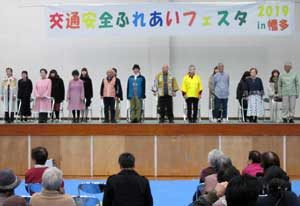 高知県警交通企画課と中村署が交通安全ふれあいフェスタ開催
