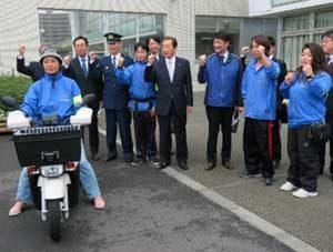静岡県藤枝署が新聞配達バイクのドラレコで見守り活動を強化