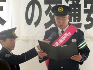 福岡県福岡空港署で交通安全の啓発キャンペーン