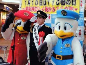兵庫県警がプロ野球・木浪選手と一緒に110番の日広報